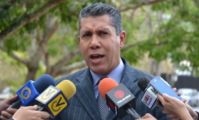 Nicolás Maduro se perfila para una solitaria carrera reeleccionista — Sin rivales