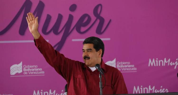 Presidente Maduro entrega proyecto para la igualdad en cargos públicos