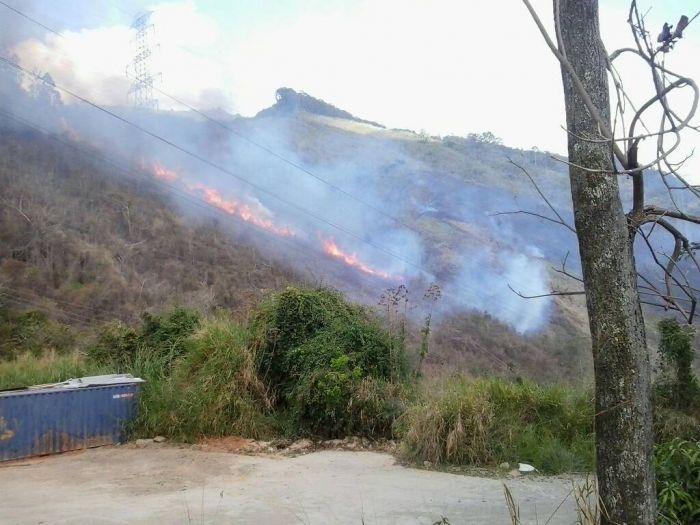 Ministro Reverol dice que mantienen monitoreo por incendios en El Ávila