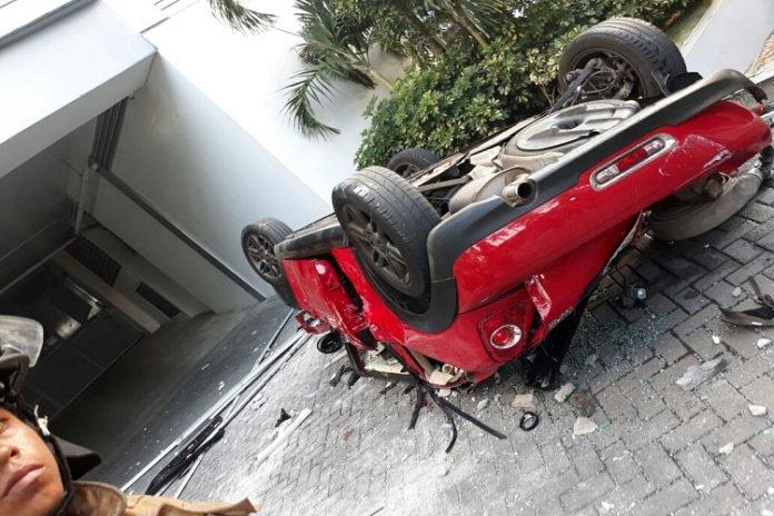 Vehículo cae desde cuarto piso y deja 3 muertos en Panamá