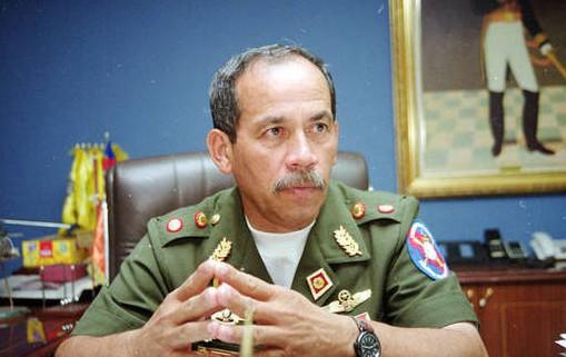 Detienen en Maiquetía al general retirado Víctor Cruz Weffer