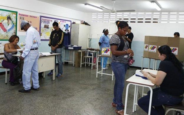Asegura Tibisay Lucena que elecciones presidenciales en Venezuelas son legítimas