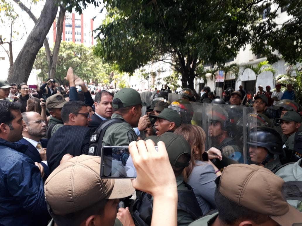 AN denunció agresiones contra diputados y trabajadores de la prensa