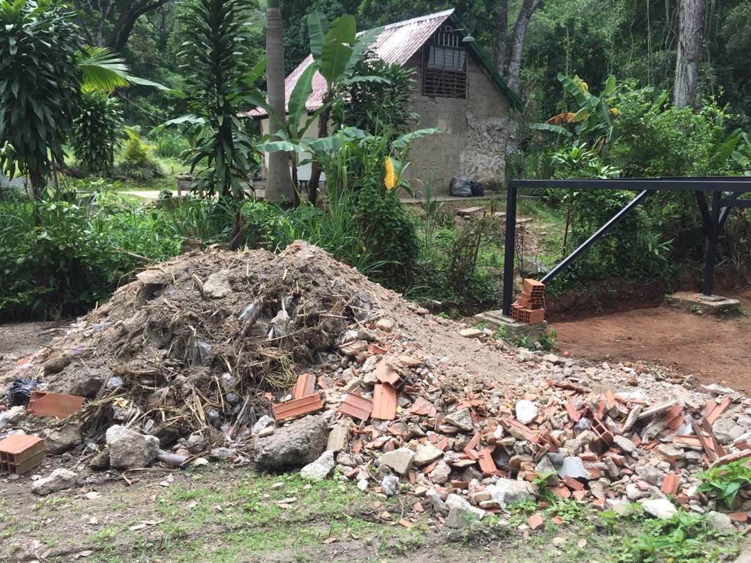 Escombros acumulados cerca de las quebradas Henri Pittier