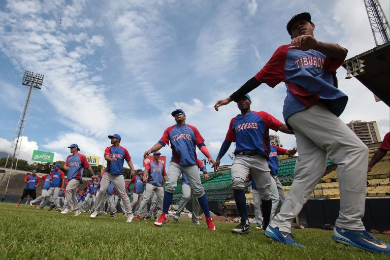 entrenan beisbol venezolano