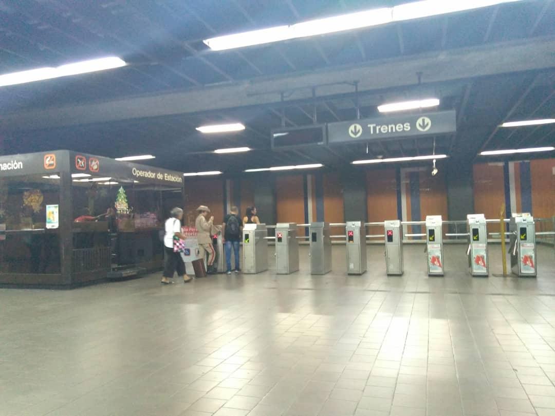Altamira-Pasaje-Metro de Caracas-Torniquetes