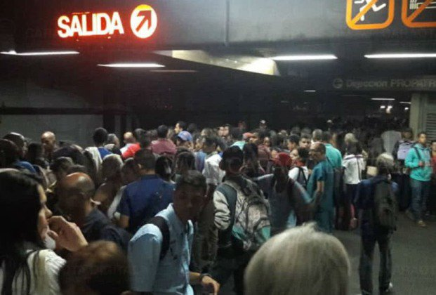 2018-Falla eléctrica-Metro de Caracas-Bellas Artes-