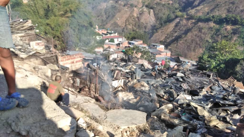 Adultos San Isidro Petare Incendio casas damnificados