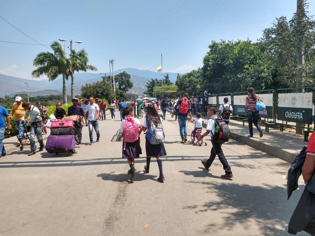 Frontera -niños venezolanos-Colombia