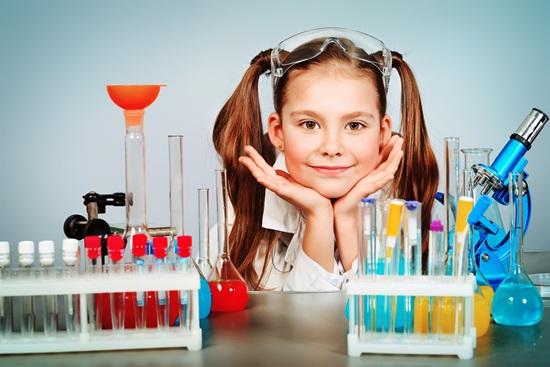 Mujeres y niñas científicas