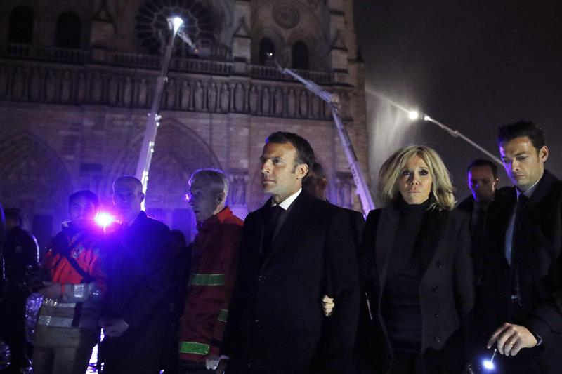 Notre Dame-Enmanuel Macron