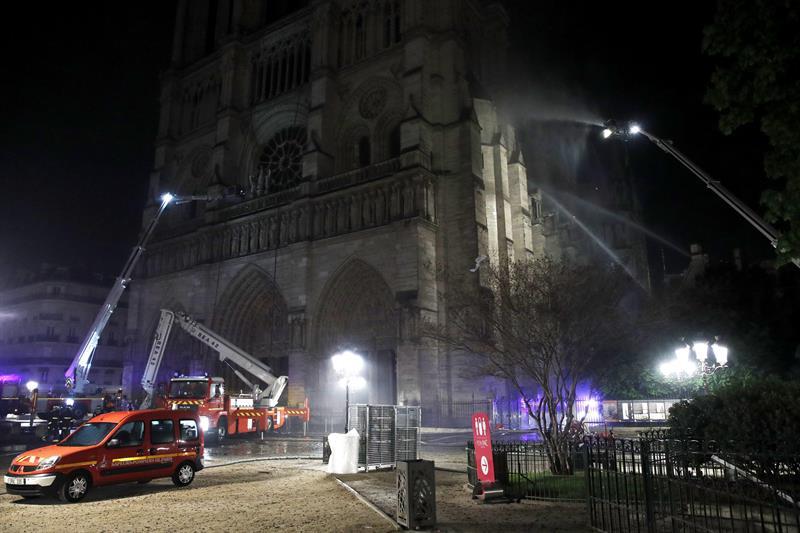 Notre Dame-Catedral-incendio