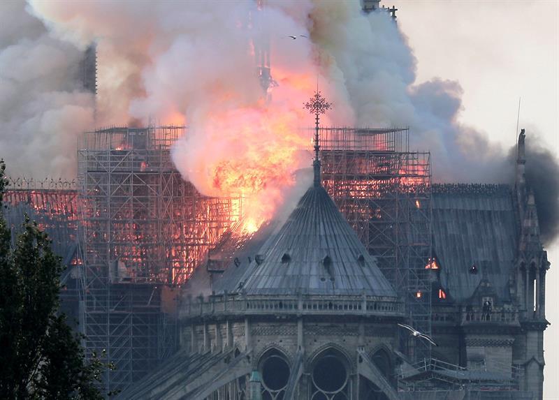 Catedral-Notre Dame-incendio-Paris