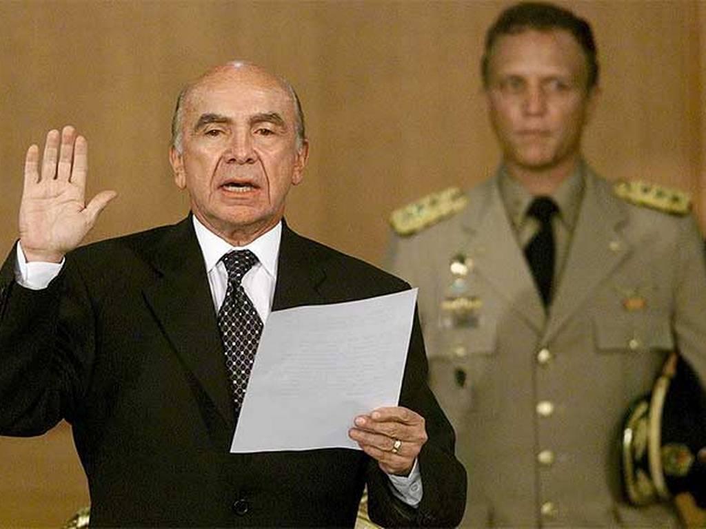 2002. Carmona se juramentó en Miraflores