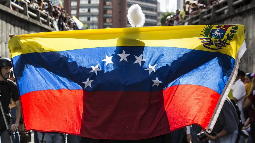 El venezolano se escuda en su dignidad