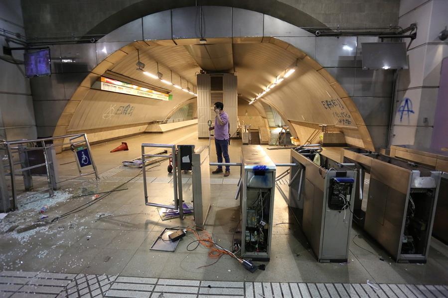 Los disturbios aumentaron en Chile por el aumento del precio del pasaje del metro