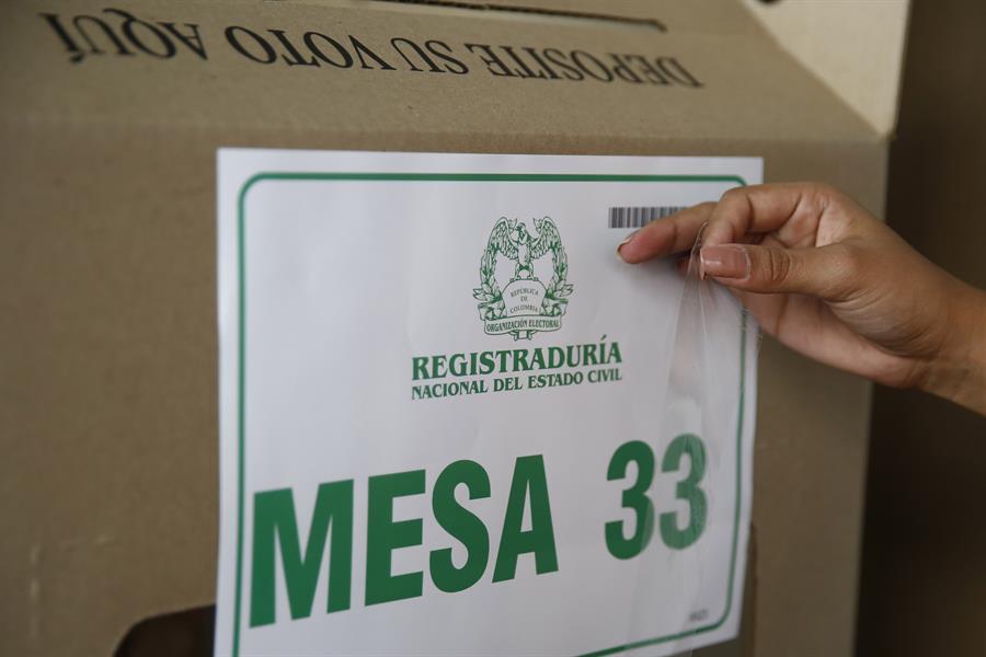 Colombianos eligen alcaldes y gobernadores