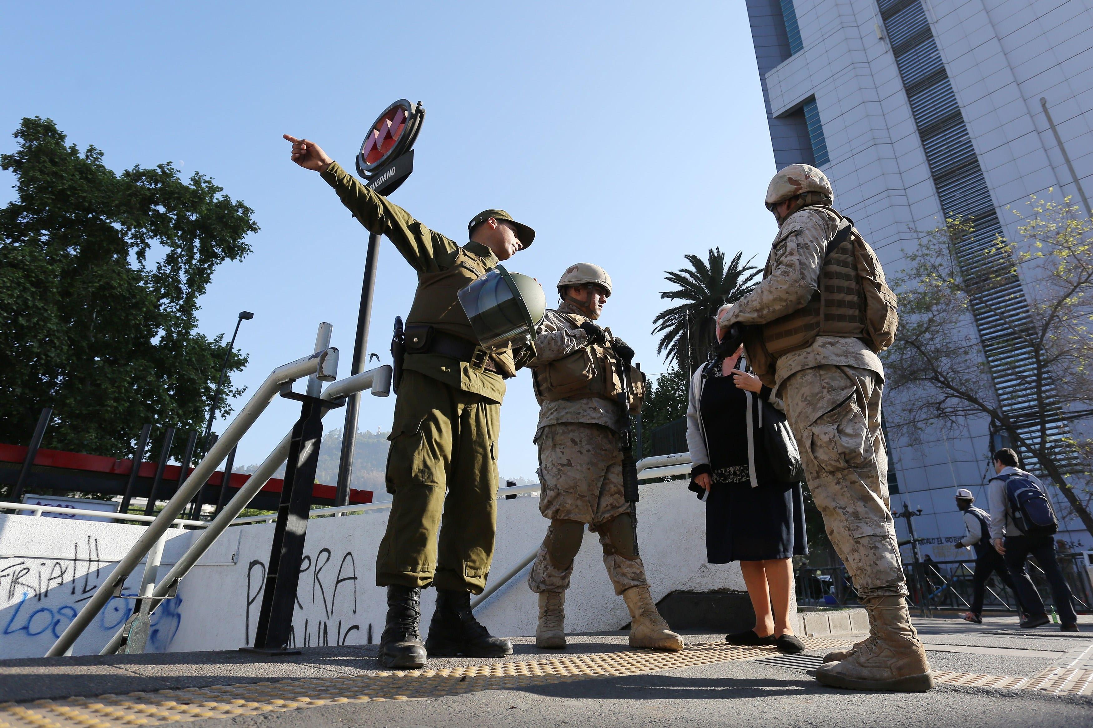 La capital de Chile trata de recuperar la normalidad este lunes 21 de octubre