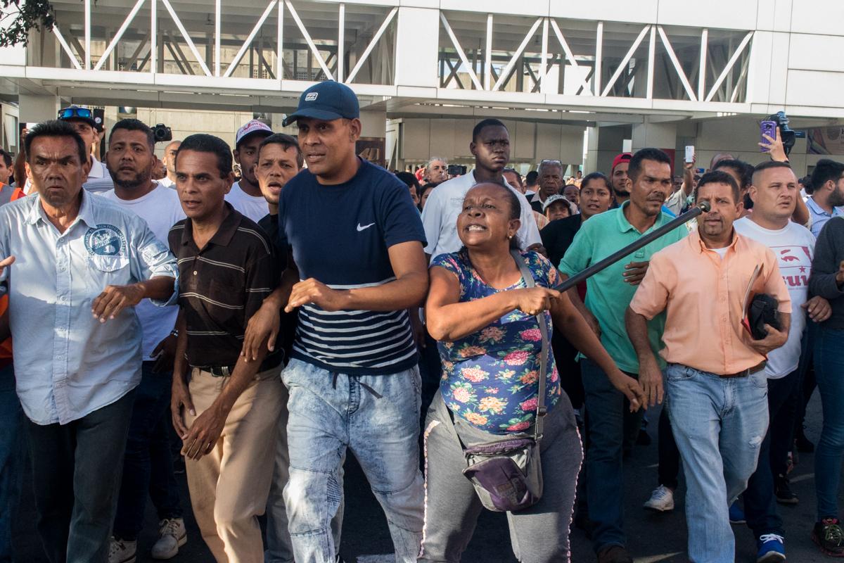 Guaidó llegó, vio y venció la violencia en Maiquetía