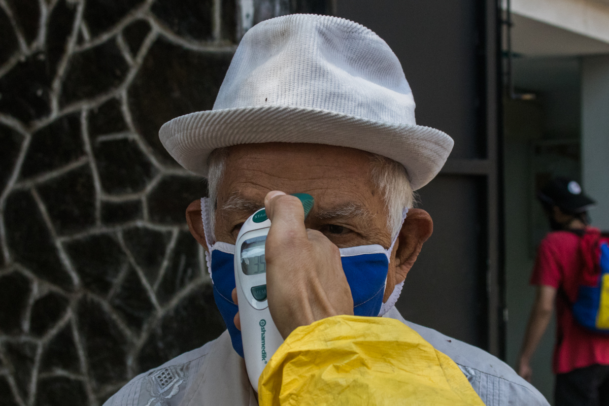 Venezuela mercado guaicaipuro medicion de temperatura