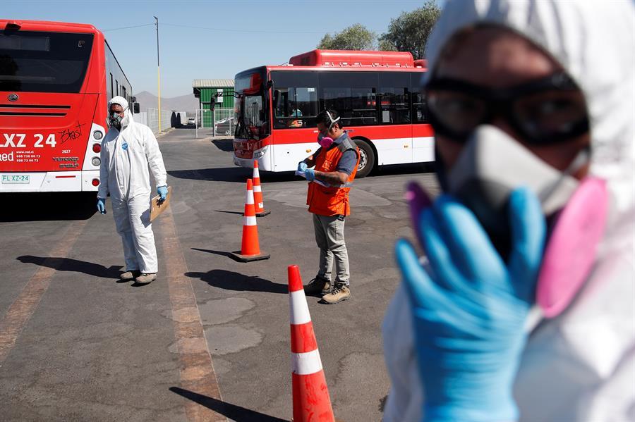 Médicos y alcaldes chilenos demandan cuarentena nacional para detener el COVID-19