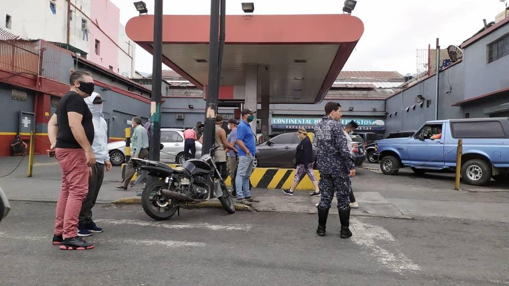 Así están las estaciones de servicio en Caracas (Fotos)