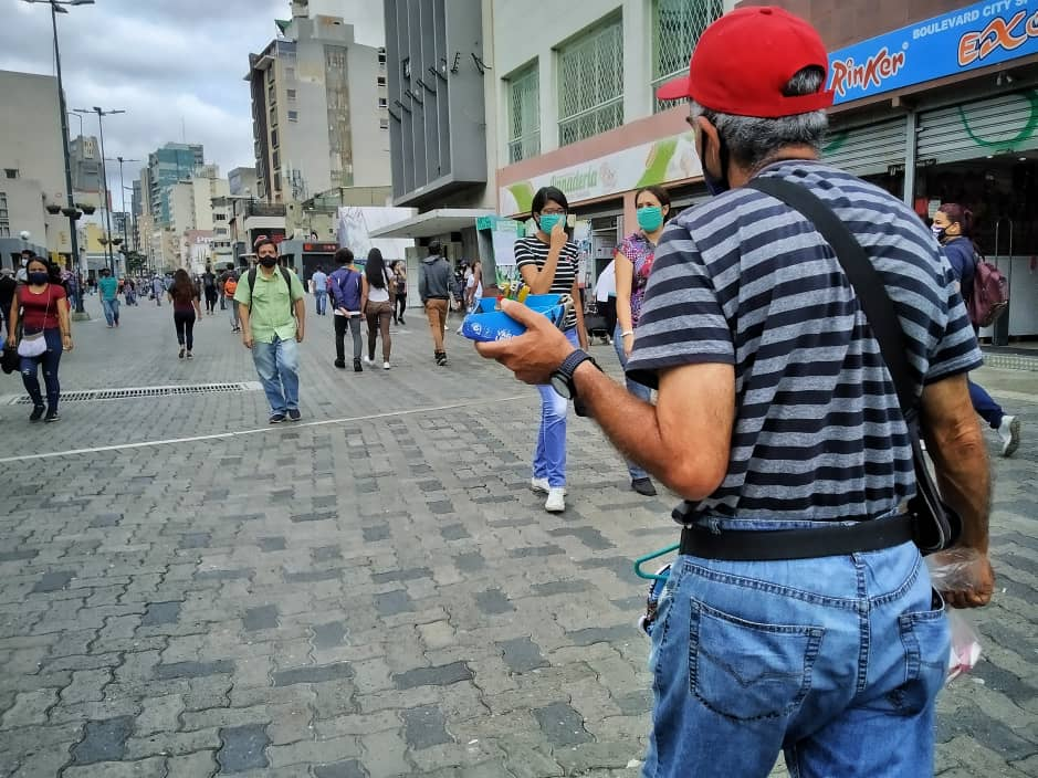"""""""Tenemos que salir a la calle para atraer a los clientes"""", comerciantes en Sabana Grande"""