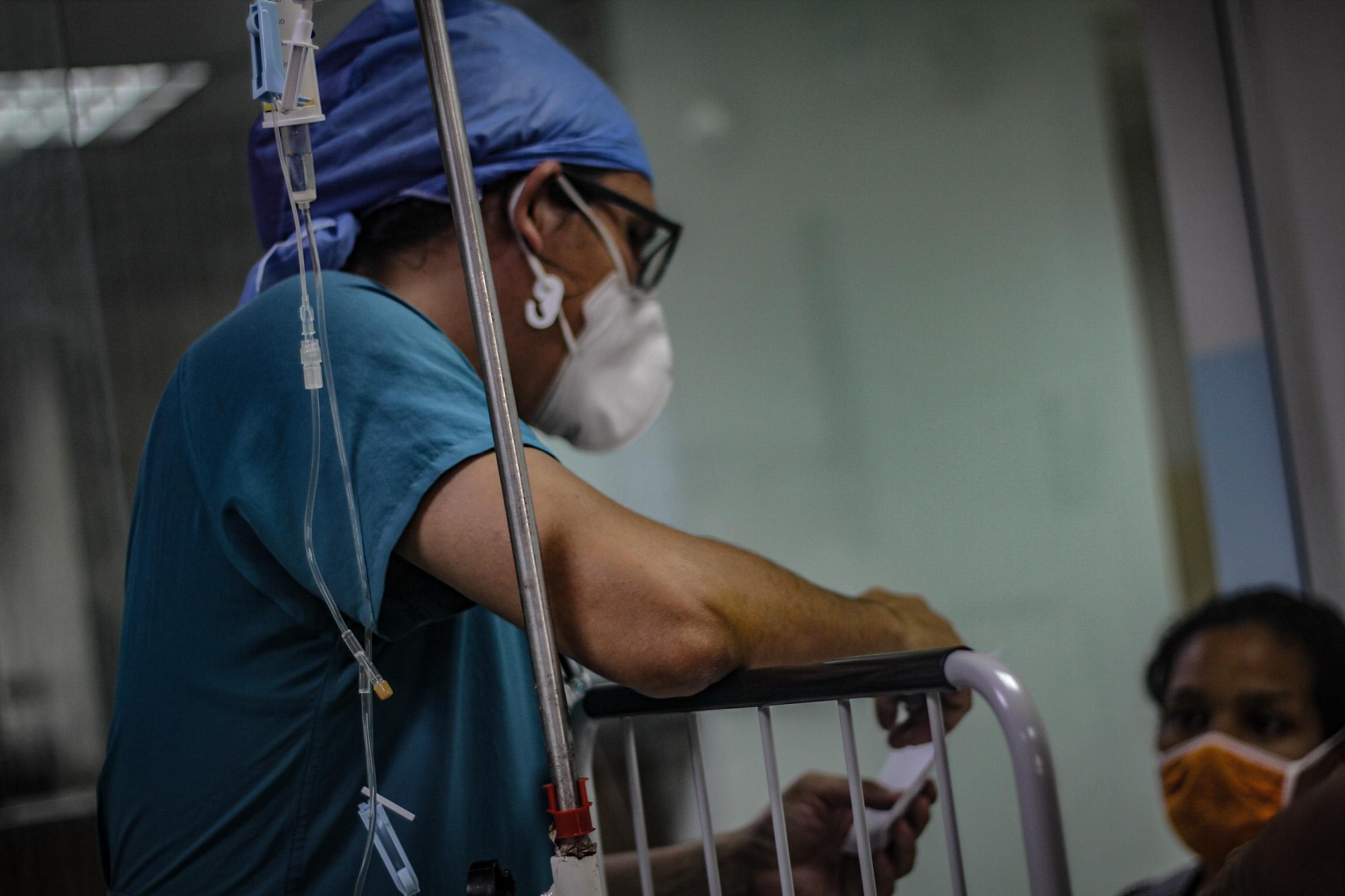 Enfermeros y enfermeras que la pandemia convierte en pacientes (II)