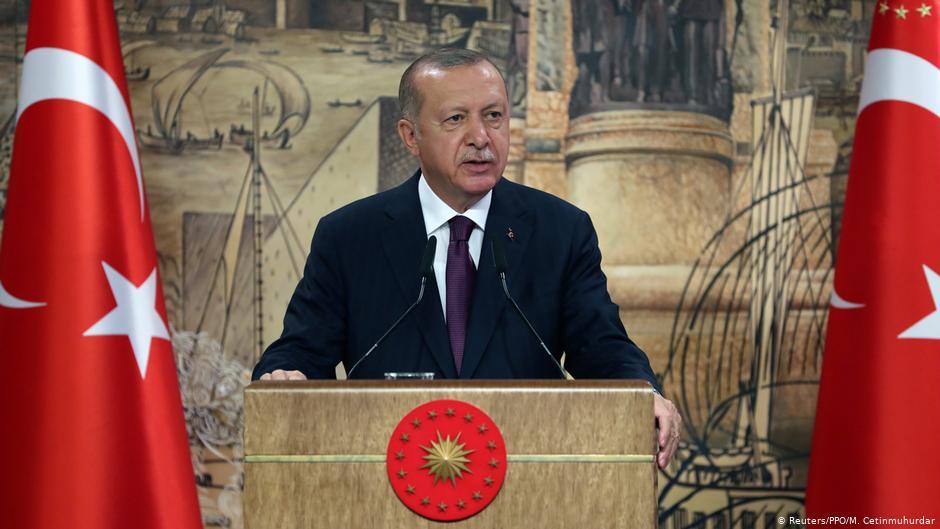 Merkel condena declaraciones de Erdogan contra Macron