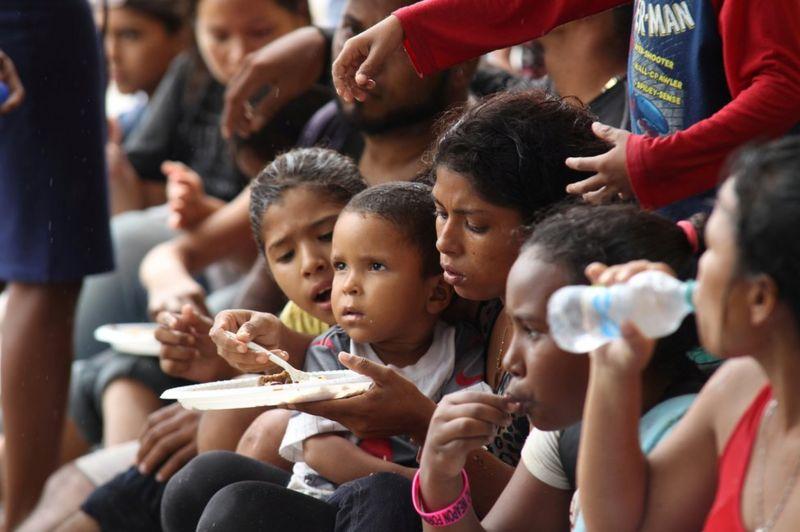 Los 27 venezolanos deportados de Trinidad y Tobago que tuvieron que ser devueltos y están ahora detenidos