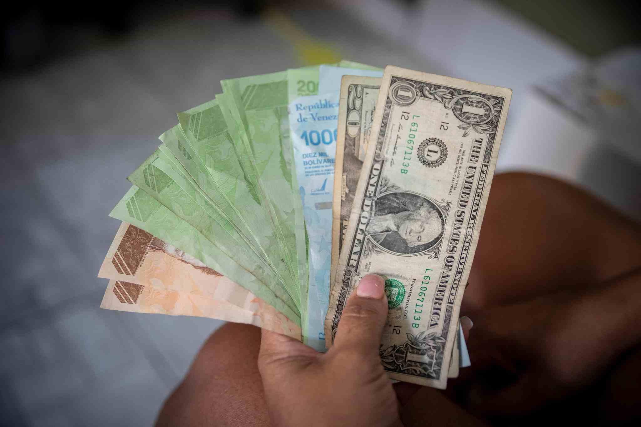 Dólar paralelo rebasa los 700.000 bolívares este #18Nov