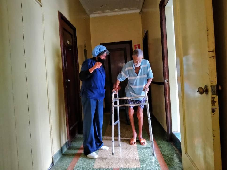 Ancianatos frenan nuevos ingresos por falta de recursos y la pandemia del COVID-19