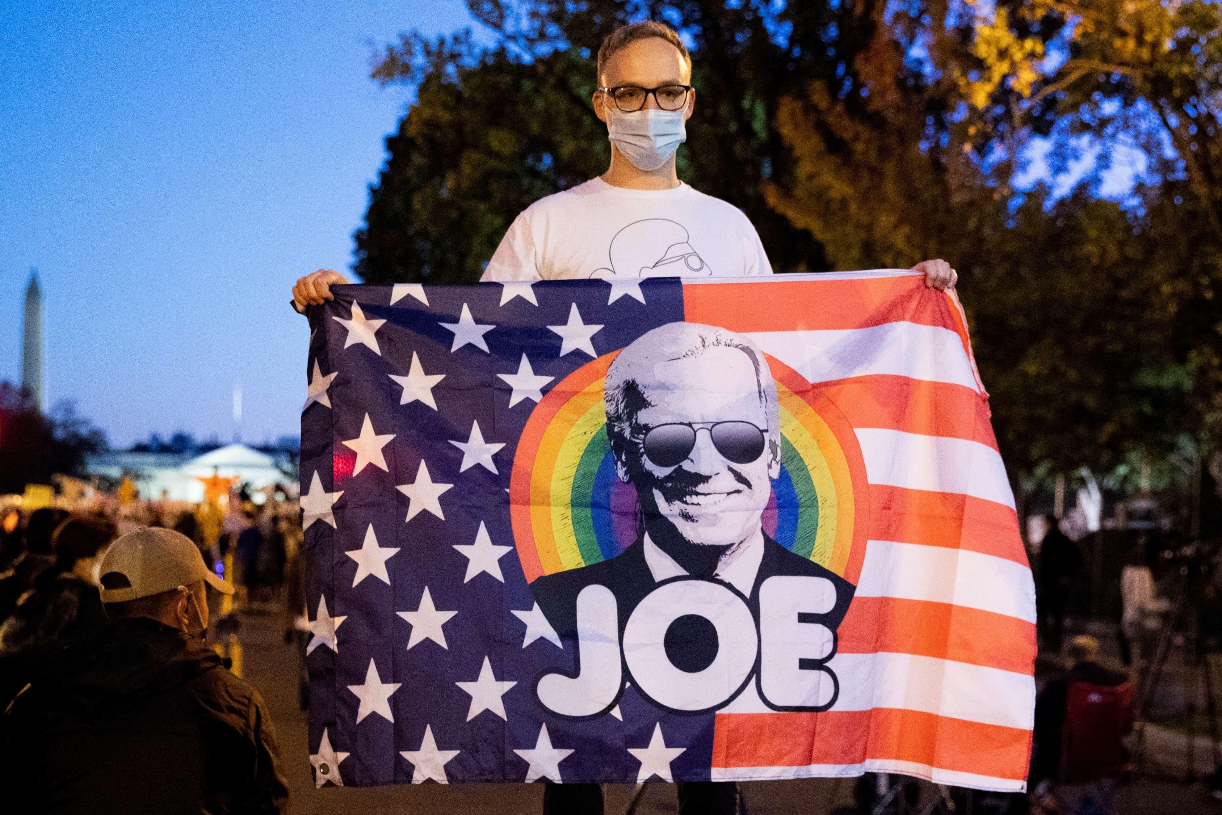 Biden roza la victoria tras la cuarta noche de agónico escrutinio