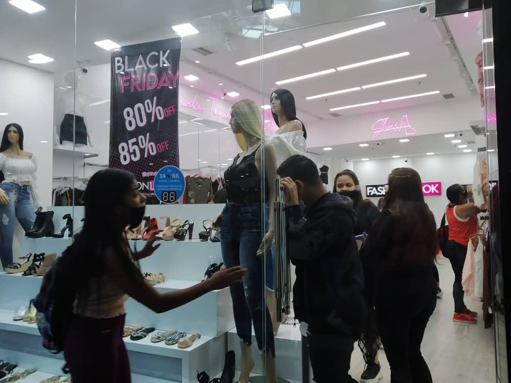 Black Friday en pandemia: Largas filas para comprar en los centros comerciales este #20Nov