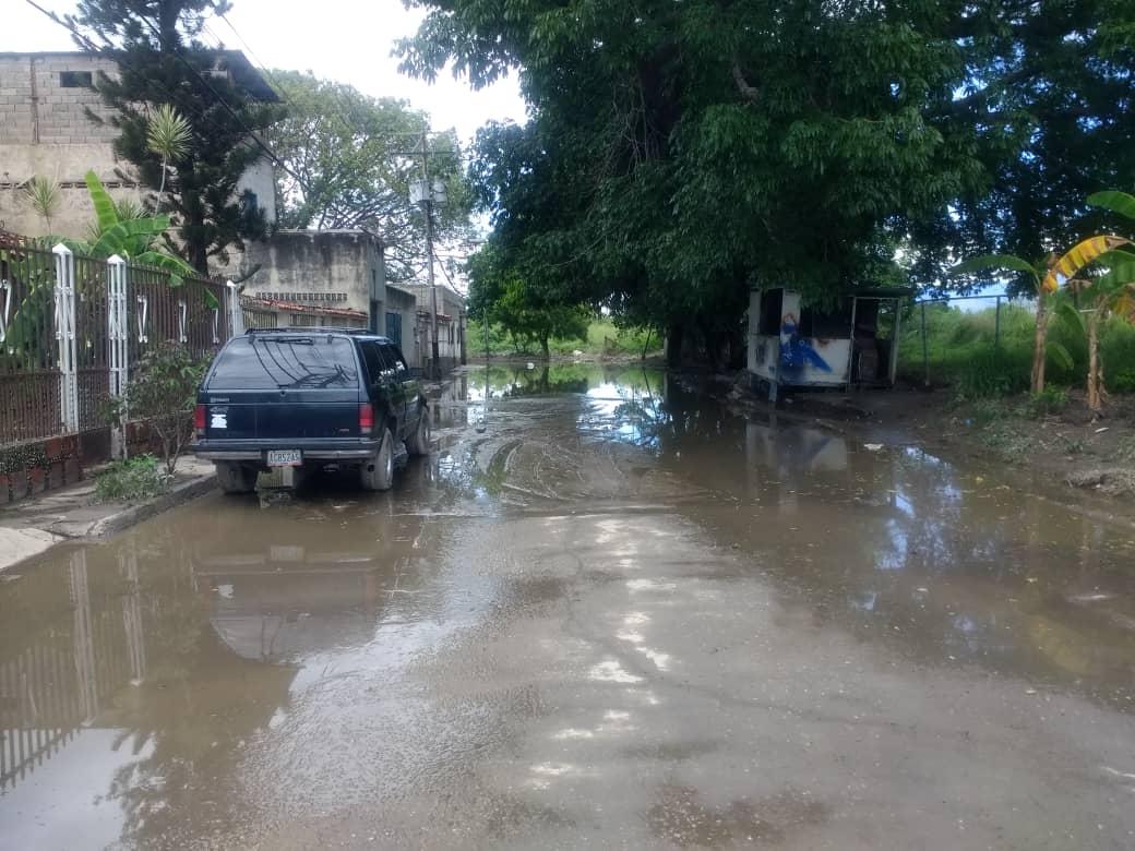 Lluvias afectan a casi 8.000 viviendas al sur de Maracay