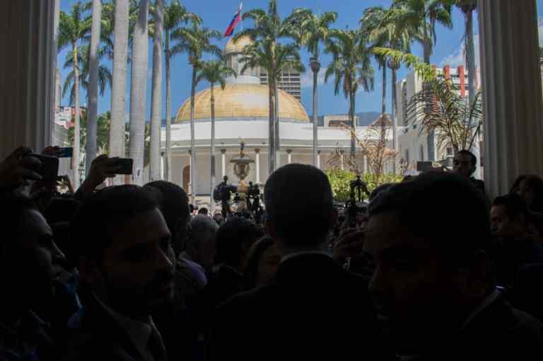 Diputados en incertidumbre ante la continuidad de la Asamblea Nacional