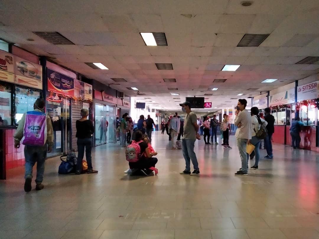 Terminales terrestres tienen poca afluencia de pasajeros tras inicio de flexibilización