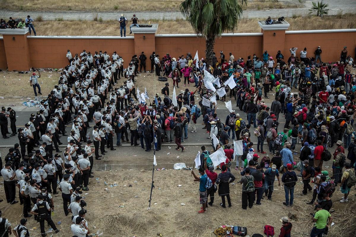 Guatemala reprime y disuelve caravana migrante hondureña - EFE
