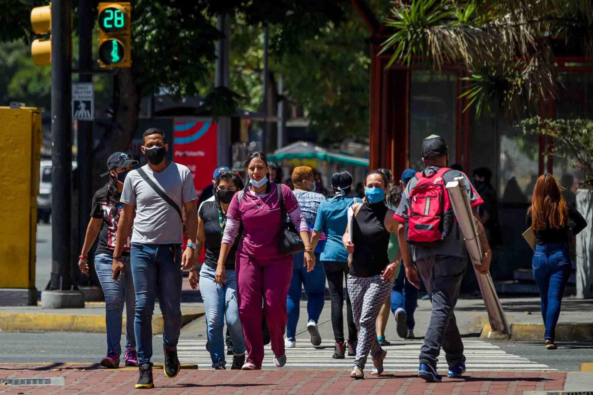 Más de la mitad de los venezolanos apoya la negociación en México, según Datincorp