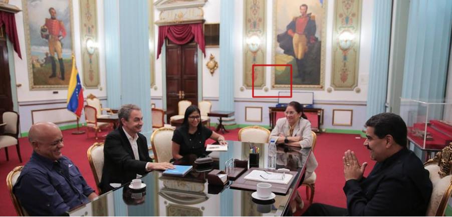 ¿La foto de Javier Bertucci arrodillado ante Nicolás Maduro es verdadera?