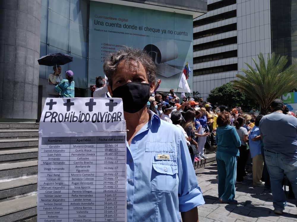 Mujeres integrantes de distintos partidos políticos y de la sociedad civil protestaron este lunes 8 de marzo, Día de la Mujer, frente a la sede del Programa de las Naciones Unidas para el Desarrollo (Pnud) en Caracas.