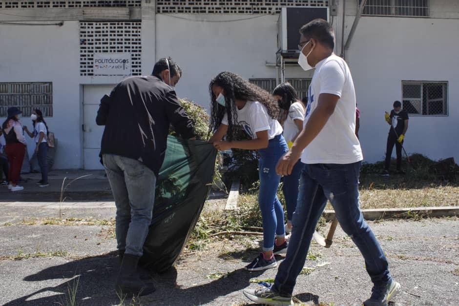Pandemia y crisis económica ponen en pausa estudios universitarios