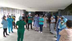 Protestan en la maternidad Concepción Palacios por bajos sueldos y falta de equipos de bioseguridad