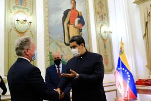 Gobierno de Maduro y la ONU firman acuerdo para alimentar a niños de edad preescolar