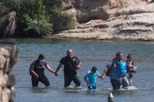 Pies mojados. Los venezolanos que cruzan la frontera fluvial de Estados Unidos