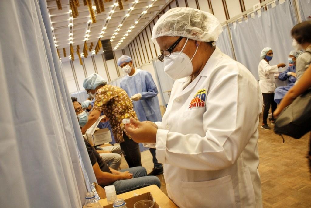 Adentro del Hotel Alba Caracas la vacunación es rápida | Foto: Efecto Cocuyo