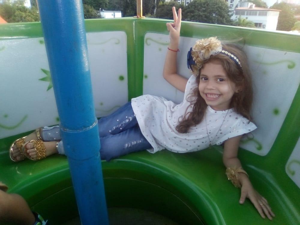 Aranza jugando en el parque
