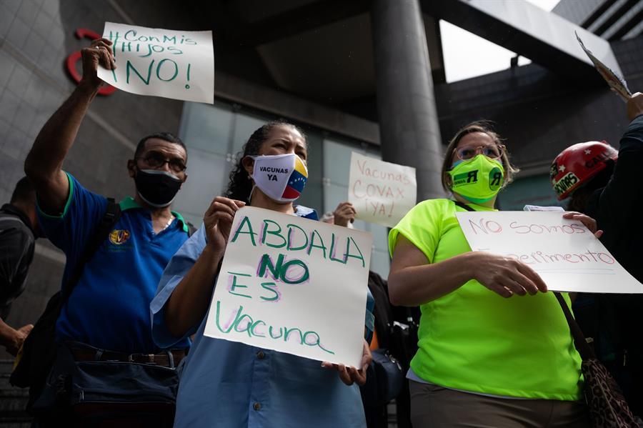 Enfermeras, activistas y docentes protestaron en julio para exigir que no se aplique Abdala a niños por considerarla un prototipo | Foto: EFE