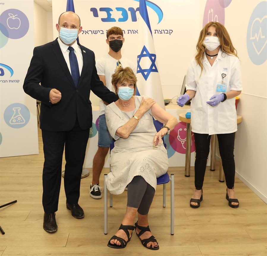 Israel primer es el primero en el mundo en aplicar una tercera dosis de la vacuna de Pfizer | Foto: Elad Gershgoren