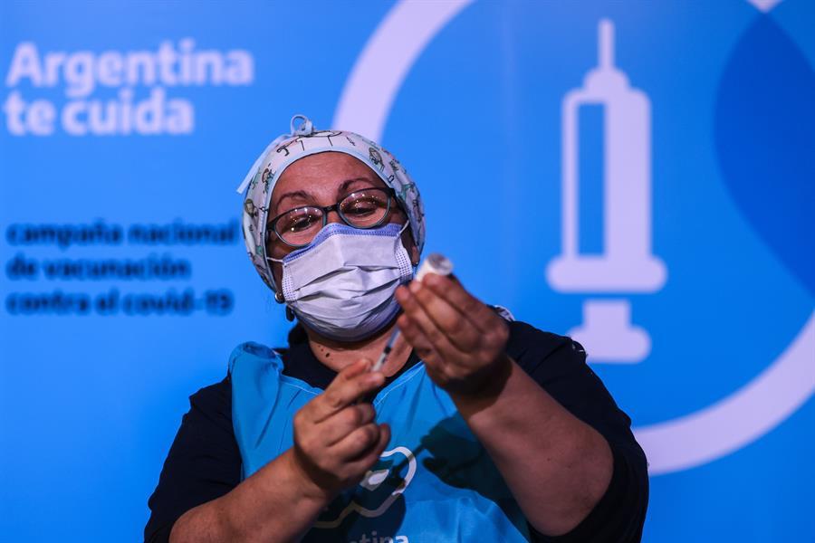 """Según investigadores argentinos, la combinación de vacunas """"muestra resultados preliminares alentadores""""   Foto: EFE"""